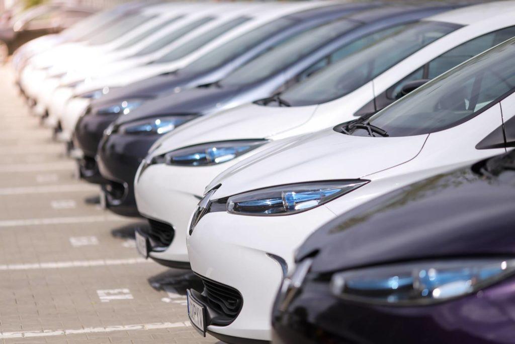 coches renault en fila