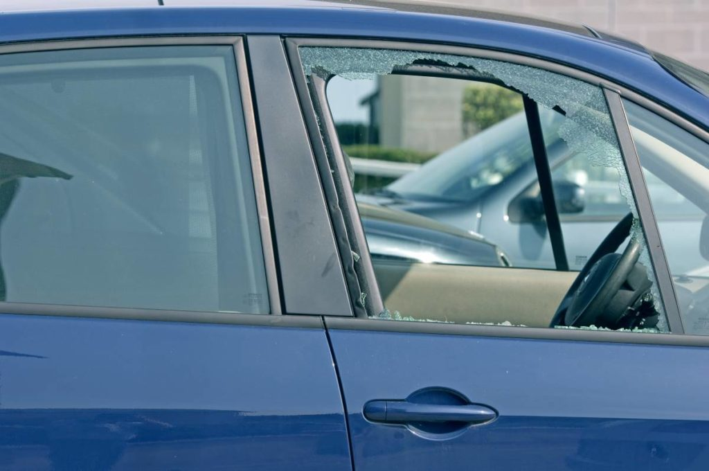 ventana de coche rota